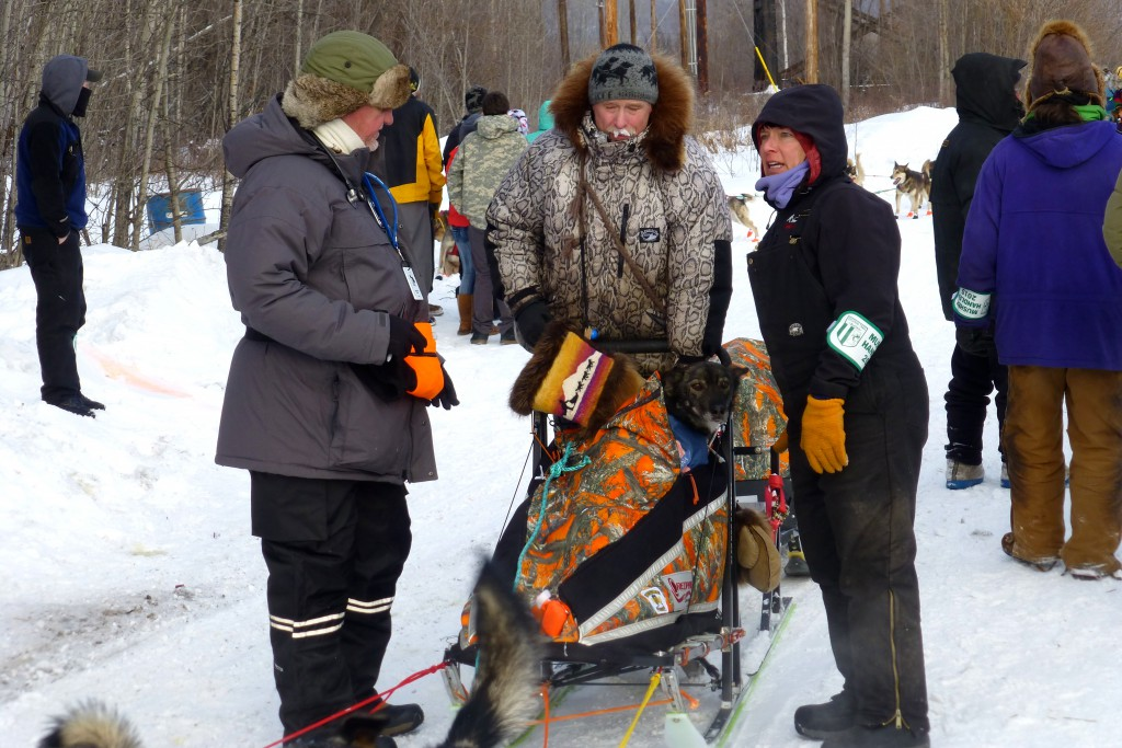 Jeff King checkt in Nenana ein
